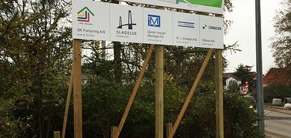 Info-skilte på byggepladsen.